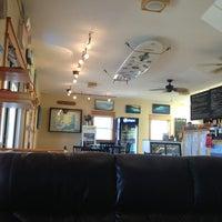 รูปภาพถ่ายที่ Waveriders Coffee & Deli โดย Kim C. เมื่อ 5/15/2013