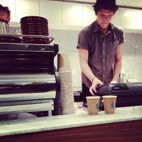 12/11/2012 tarihinde Matt D.ziyaretçi tarafından Blue Bottle Coffee'de çekilen fotoğraf