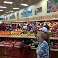 รูปภาพถ่ายที่ Trader Joe's โดย Tom เมื่อ 9/21/2013
