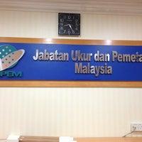 Foto diambil di Jabatan Ukur Dan Pemetaan Malaysia (JUPEM) oleh Syam pada 1/2/2013