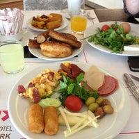 2/10/2013 tarihinde Yasemin B.ziyaretçi tarafından Niza Park Otel'de çekilen fotoğraf