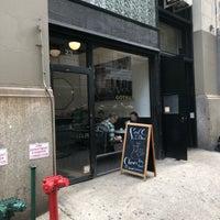 Photo prise au Gotham Coffee Roasters par Nate F. le10/1/2018