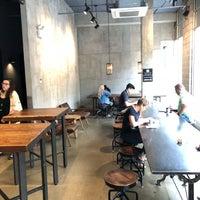 Photo prise au Bean & Bean Organic Coffee par Nate F. le8/20/2018