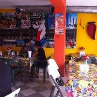 8/24/2013 tarihinde Gylda D.ziyaretçi tarafından La Nueva Salsita'de çekilen fotoğraf