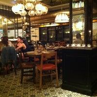 Photo prise au Toto Restaurante & Wine Bar par Dasha M. le6/7/2013