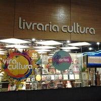 Foto scattata a Livraria Cultura da Shermann S. il 7/21/2013
