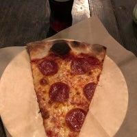 Das Foto wurde bei Apollonias Pizzeria von Tara M. am 2/18/2018 aufgenommen