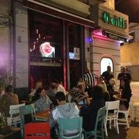 รูปภาพถ่ายที่ Lokal Tünel โดย Tahir B. เมื่อ 6/8/2013