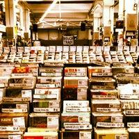 Das Foto wurde bei Rough Trade East von Luis A. am 10/12/2012 aufgenommen