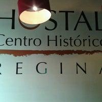 Das Foto wurde bei Hostal Regina von Leslie P. am 3/17/2013 aufgenommen