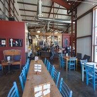 รูปภาพถ่ายที่ Discretion Brewing โดย Discretion Brewing เมื่อ 11/26/2015