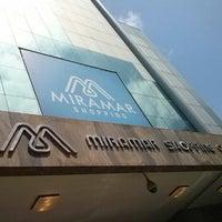 Foto tirada no(a) Miramar Shopping por Marcia M em 9/28/2013