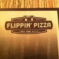 รูปภาพถ่ายที่ Flippin' Pizza โดย Jesus M. เมื่อ 1/31/2014