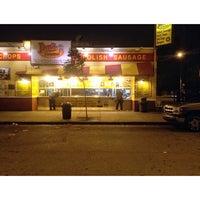 6/25/2013 tarihinde Henry P.ziyaretçi tarafından Jim's Original Hot Dog'de çekilen fotoğraf