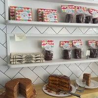 Foto tomada en Brigadeiro Bakery por Helena Z. el 2/19/2015