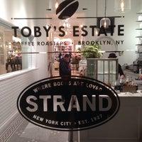 รูปภาพถ่ายที่ Toby's Estate Coffee โดย Josh G. เมื่อ 11/6/2013