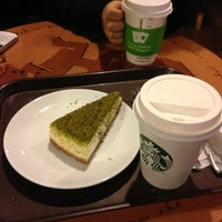 Foto scattata a Starbucks da Hatice P. il 4/10/2013