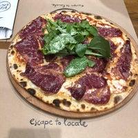 Foto scattata a Pizza Locale da Sevil İ. il 10/21/2018