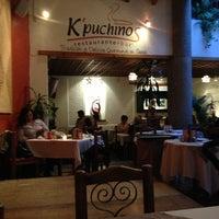 Das Foto wurde bei Kpuchinos von Cintya J am 9/1/2013 aufgenommen