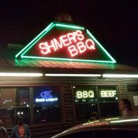 รูปภาพถ่ายที่ Shivers Bar-B-Q โดย Jeffrey M. เมื่อ 2/17/2013
