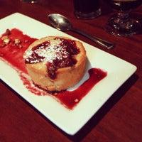 Foto tomada en Highland Tap and Burger por Highland T. el 12/22/2012