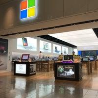 Foto tirada no(a) Microsoft Store por Sanny D. em 4/7/2018
