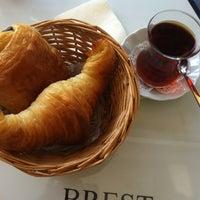 Das Foto wurde bei Léone Patisserie & Boulangerie von Emel'S am 5/3/2013 aufgenommen