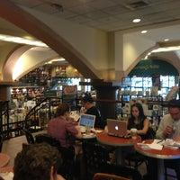 Foto diambil di Barnes & Noble oleh Pedro P. pada 6/4/2013