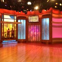 Photo prise au The Wendy Williams Show par Lindsay G. le5/16/2013