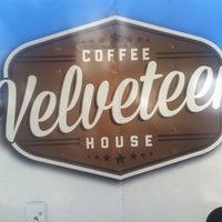 รูปภาพถ่ายที่ Velveteen Coffee House โดย Maggie C P. เมื่อ 10/9/2013