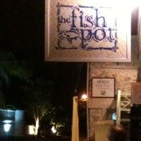 รูปภาพถ่ายที่ Fishpot โดย Phil D. เมื่อ 3/9/2013