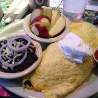 Foto tomada en Magnolia Cafe por Michelle S. el 11/17/2012