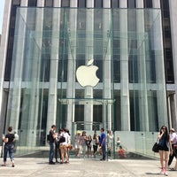 Foto scattata a Apple Fifth Avenue da Alexander K. il 6/25/2013