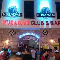 Foto tirada no(a) Kuşadası Club Bar por Turgut I. em 7/12/2013