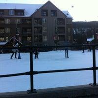 Das Foto wurde bei Dercum Square Ice Rink von Simon N. am 12/29/2013 aufgenommen