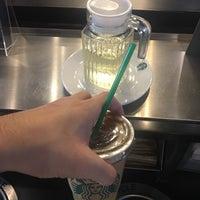 Photo prise au Starbucks par Toeyz H. le6/23/2018