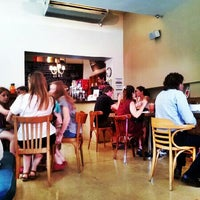 Foto tirada no(a) Mark's Deli & Coffee House por Beto S. em 1/10/2013