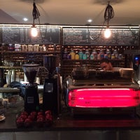 Foto tomada en Ground Central Coffee Company por Jon L. el 12/1/2013