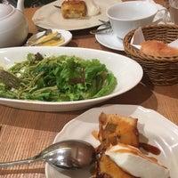 รูปภาพถ่ายที่ Afternoon Tea TEAROOM โดย ほえ み. เมื่อ 8/19/2018