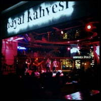 Снимок сделан в Hayal Kahvesi пользователем Murat Ö. 5/17/2013