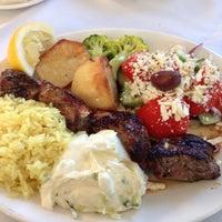 Foto scattata a Pasparos Taverna da Bessie P. il 9/29/2014