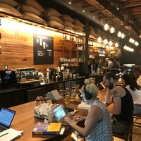 Photo prise au Starbucks Reserve par Komil B. le7/16/2018