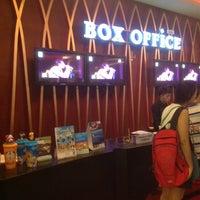 Das Foto wurde bei Esplanade Cineplex Ngamwongwan-Khae Rai von thummanoon k. am 11/25/2012 aufgenommen