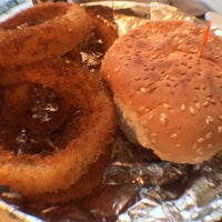 10/16/2013 tarihinde Chuck K.ziyaretçi tarafından Burger Shoppe'de çekilen fotoğraf