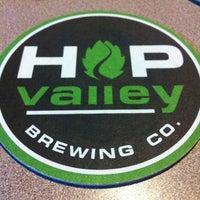 2/10/2013にceejがHop Valley Brewing Co.で撮った写真