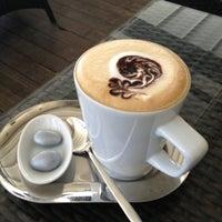 Foto diambil di Mocaco Coffee oleh Gülşah B. pada 5/26/2013