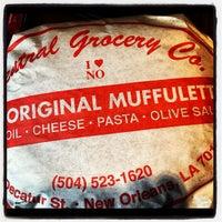 Foto tomada en Central Grocery Co. por Jim B. el 9/29/2012