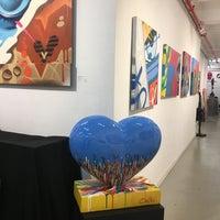 Foto tomada en Pop International Galleries por Laura R. el 12/24/2019