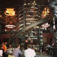 6/25/2013 tarihinde Brian P.ziyaretçi tarafından Purple Café & Wine Bar'de çekilen fotoğraf