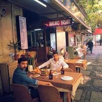 รูปภาพถ่ายที่ Balıkçı Yaşar โดย Mert V. เมื่อ 10/23/2013